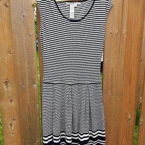 Black and White Stripe Dress Max Studio Large